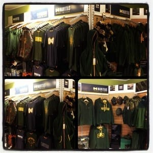 Navitas Apparel - Clothes Display