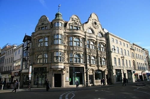 London Retailers Promised 2,000 Jobs Valentino's Displays Blog