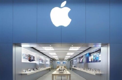 How are Apple stores designed to make customers spend money?