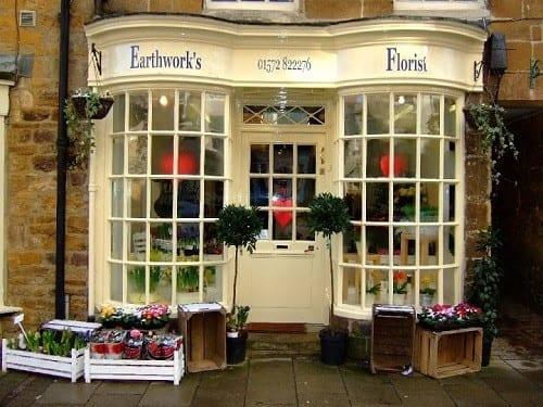 Secrets to great window dressing Valentino's Displays Blog
